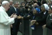 Papa Francesco a una suora Io ti bacio, ma tu non mordere 3