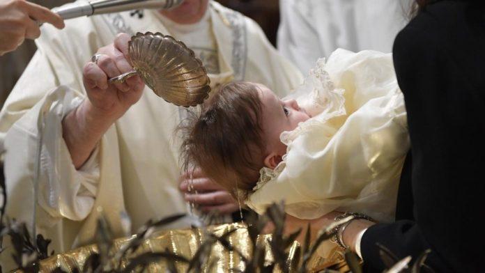 Papa Francesco nella Messa del Battesimo di Gesù: 'Battezzare un figlio è un atto di giustizia per lui!ì