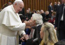 Papa Francesco all'udienza: 'la navigazione pericolosa dei profughi come San Paolo, da disgrazia ad opportunità'