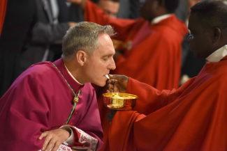 Coronavirus le conseguenze per i fedeli durante le Celebrazioni Eucaristiche. Il caso a Piacenza