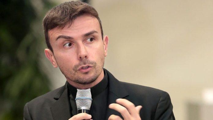 'L'Amore è sperimentare una debolezza'. Intervista per cuori forti a Don Luigi Maria Epicoco