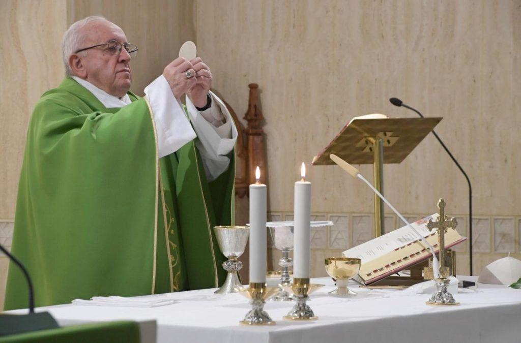Papa Francesco a Santa Marta: 'Non si può essere umili senza umiliazioni'