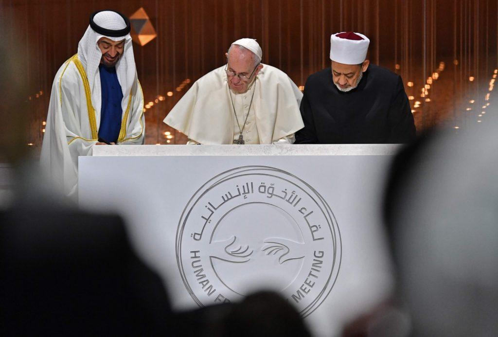 Papa Francesco ed il Grande Imam di Al-Azhar. Un anno fa la firma sul 'Documento sulla fratellanza umana per la pace mondiale e la convivenza comune'
