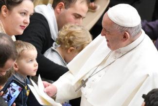 Papa-Francesco-in-udienza-Il-mite-non-è-un-accomodante-ma-è-il-discepolo-di-Cristo