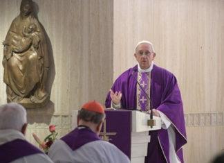 Papa Francesco, lieve indisposizione. Continuano i suoi impegni in Vaticano ma annulla quelli fuori