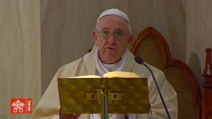 Paura per Papa Francesco: un collaboratore è positivo al Covid-19