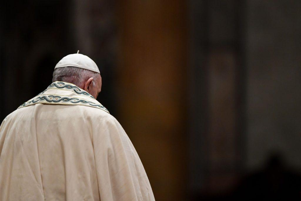 Papa Francesco, preghiamo per chi ha problemi economici che ricadono sulle famiglie