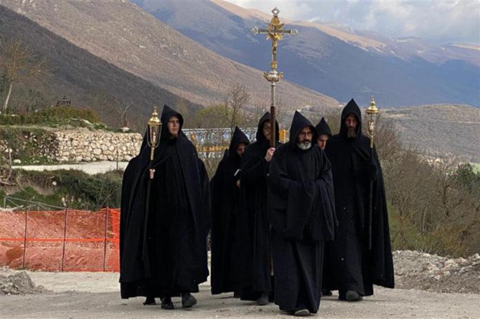 Norcia la preghiera di «liberazione» dei monaci