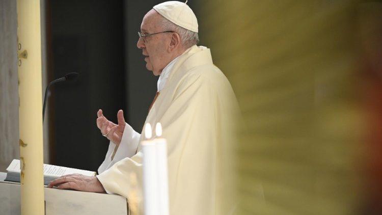 Comunità trans in difficoltà economica chiede aiuto al Papa: Bergoglio manda l'Elemosiniere