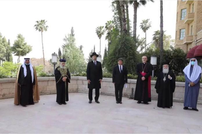 Ebrei, musulmani e cristiani pregano insieme per la prima volta a Gerusalemme per porre fine al coronavirus