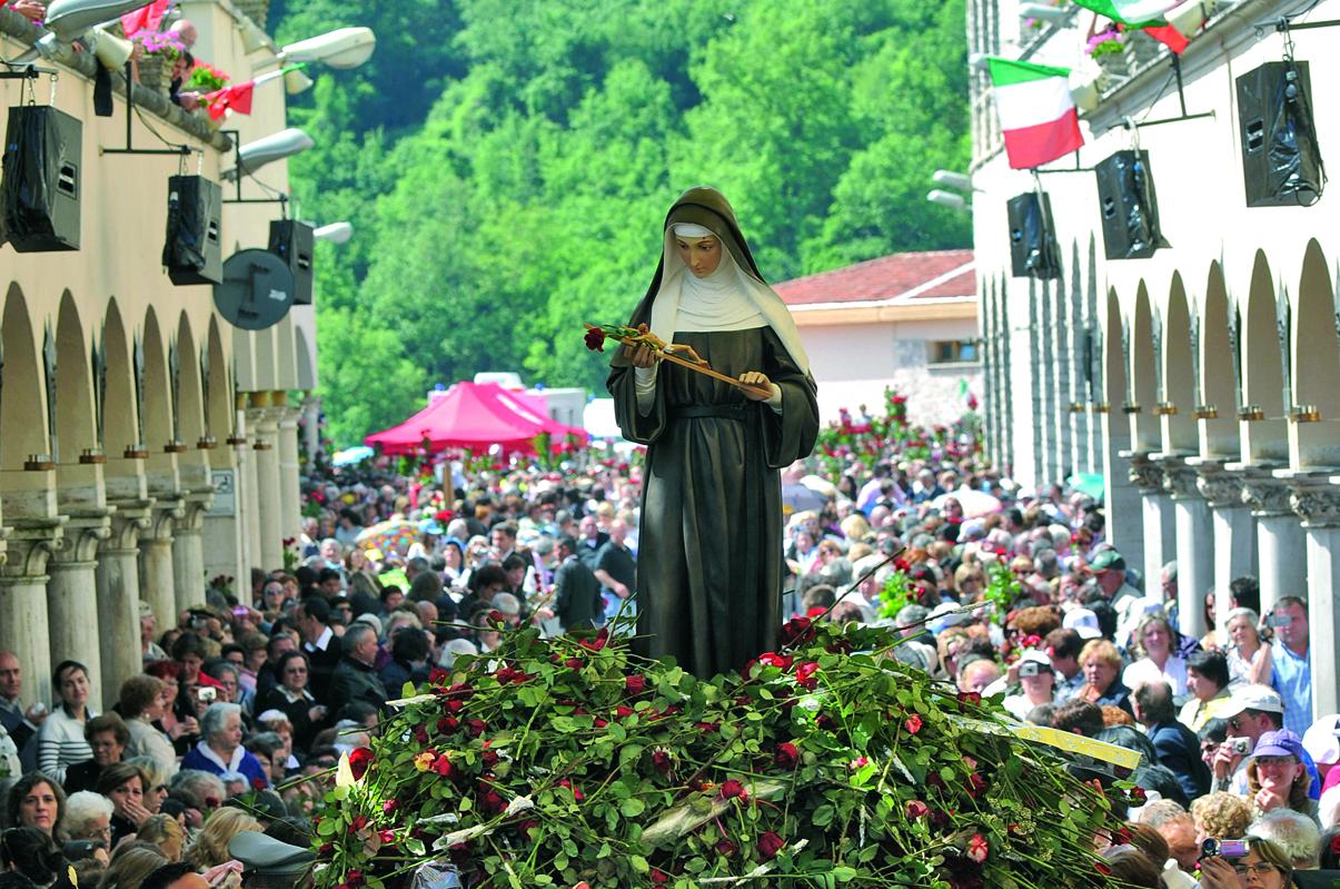 Rosario per l'Itala dai luoghi di Santa Rita
