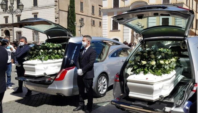 Ragazzi morti a Terni, celebrati insieme i funerali nel Duomo