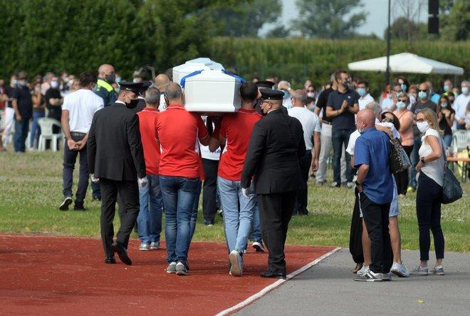 Gemelli uccisi dal papà, oggi i funerali di Elena e Diego