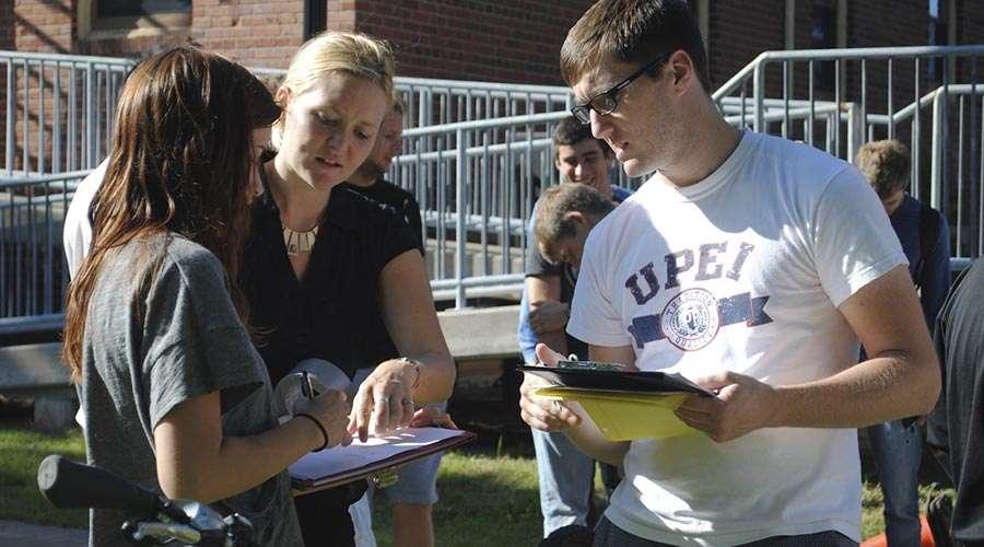 Libby Osgood con gli alunni della University of Prince Edward Island/ Foto: Cortesia libby Osgood