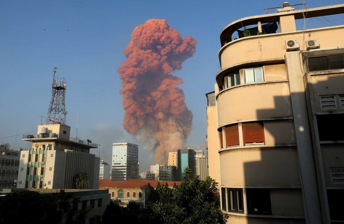 Libano, due potenti esplosioni al porto di Beirut: decine di morti