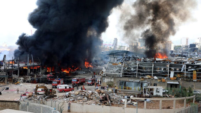 Libano: gigantesco incendio al porto di Beirut