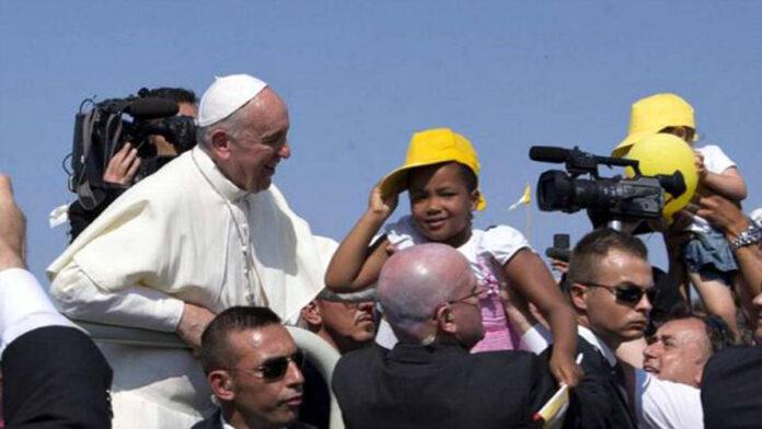 Papa Francesco, le frontiere devo essere finestre per vedere i volti