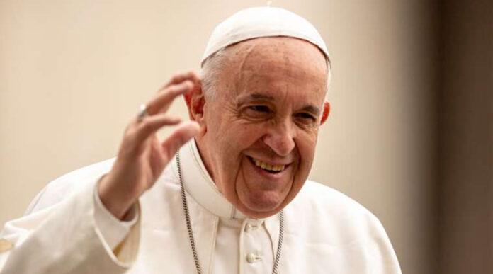 Account Instagram Papa mette like a modella brasiliana, Vaticano indaga