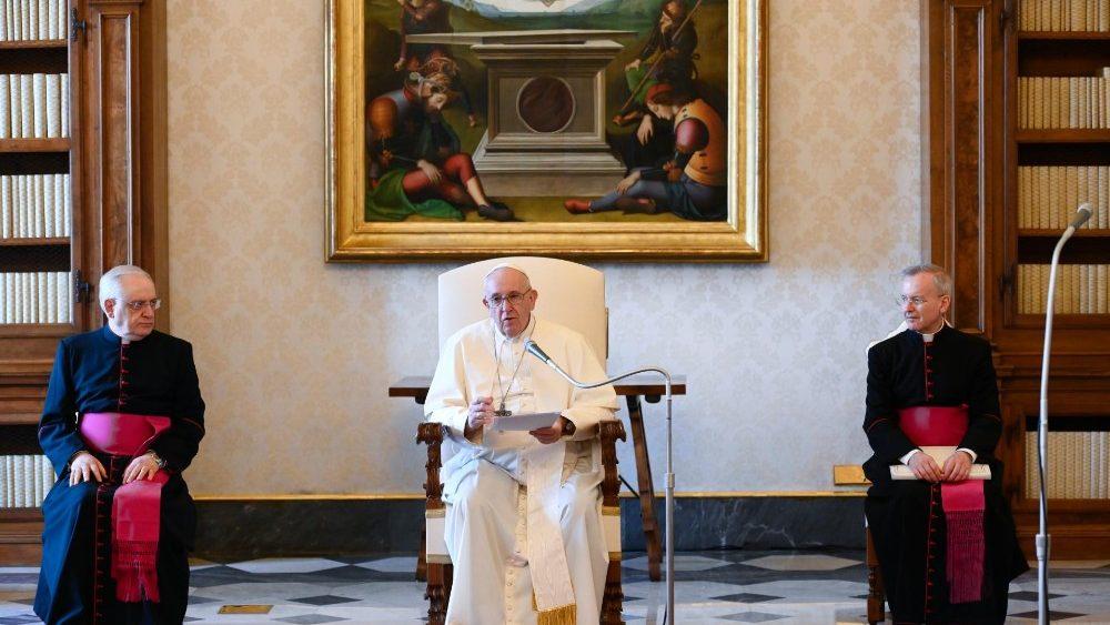 Stop ai fedeli alle udienza del Mercoledì di Papa Francesco