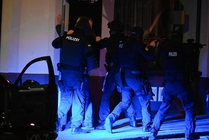 La polizia non esclude un attentato terroristico