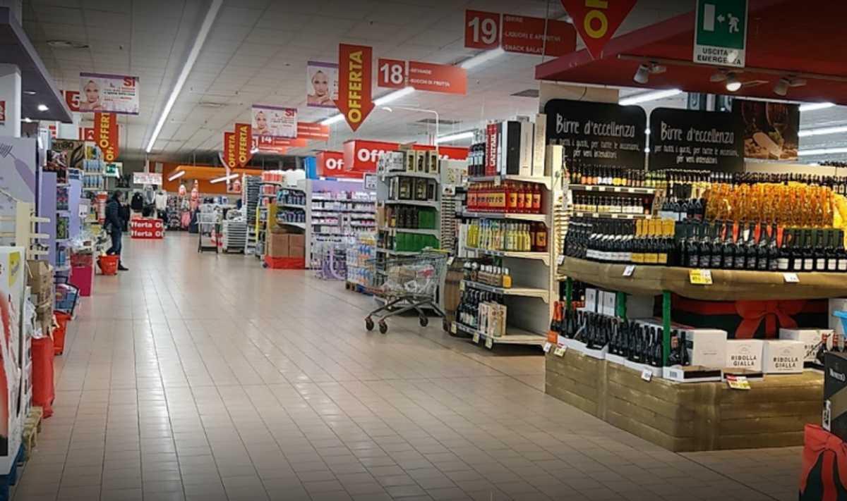 Uomo muore al supermercato