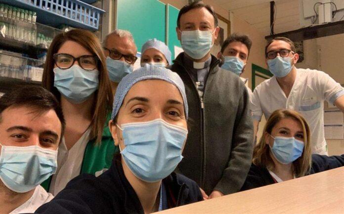 I cappellani accanto ai malati di Covid-19