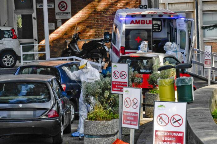 Napoli ospedali collasso