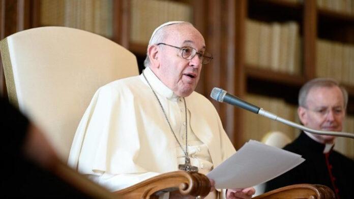 Papa Francesco. Pregare con il cuore aperto senza arrabbiarsi per i problemi