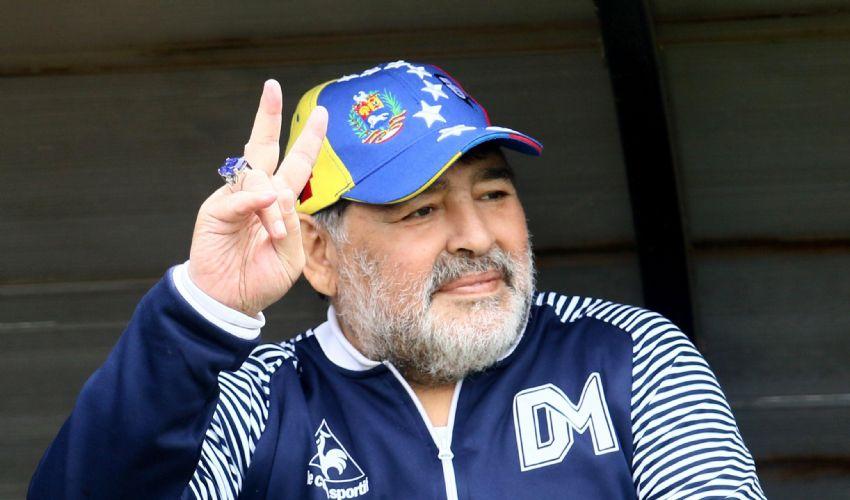 Diego Armando Maradona è vivo per miracolo