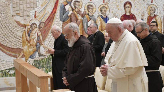 Padre Raniero Cantalamessa e Papa Francesco