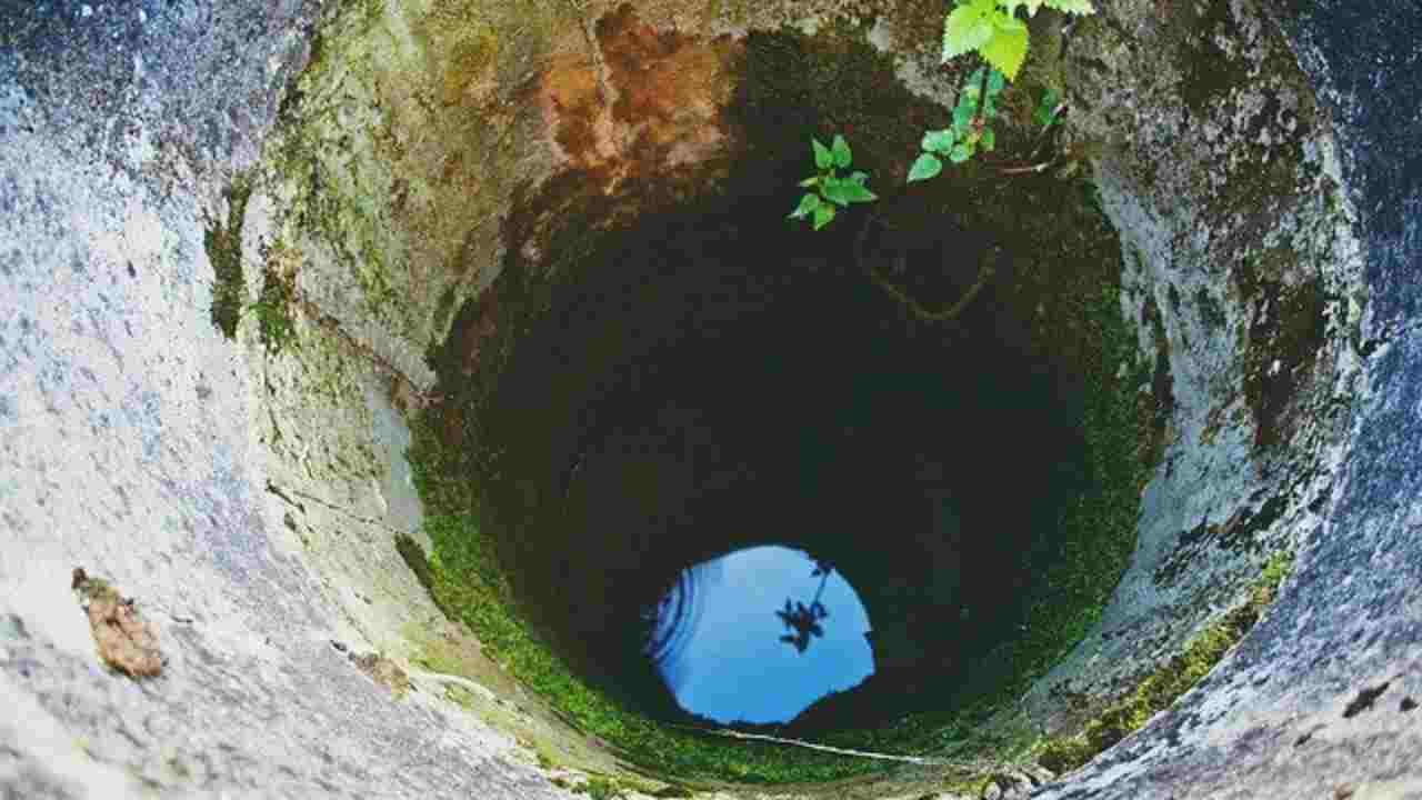 India: bimbo caduto in un pozzo