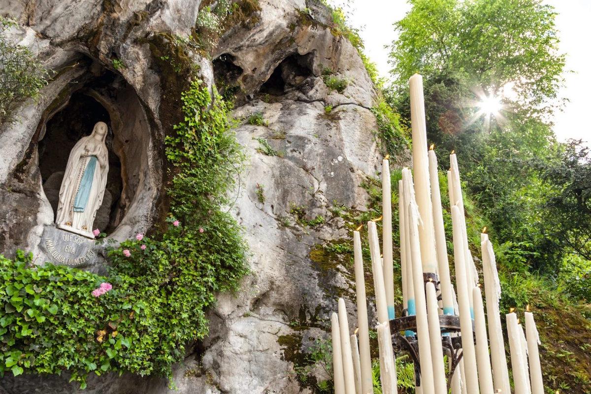 Preghiera alla Madonna di Lourdes per avere una grazia