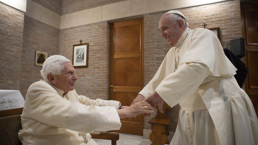 Benedetto.xvi_uno dei recenti incontri con Papa Francesco