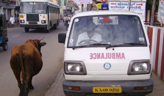 Ospedale in fiamme in India