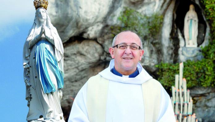 Supplica per chiedere una grazia alla Madonna di Lourdes (Nella foto Padre Nicola Ventriglia - www.omimed.eu)