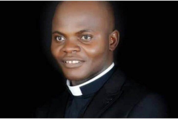 John Gbakaan, parroco della chiesa di Sant'Antonio di Gulu - Fides