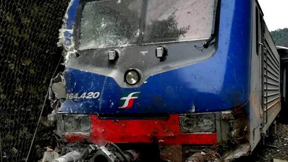 ++ Frana sulle rotaie: paura su un treno in Umbria ++
