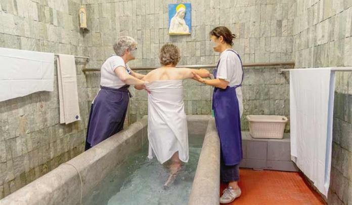 A Lourdes il miracolo di Elisa: nelle piscine guarisce al cuore e nel corpo