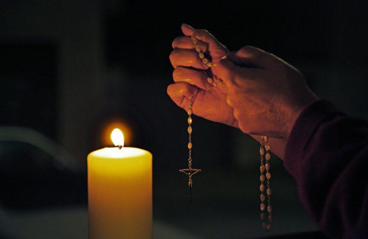 Il Rosario alla Vergine Maria per il difficile momento dell'Italia