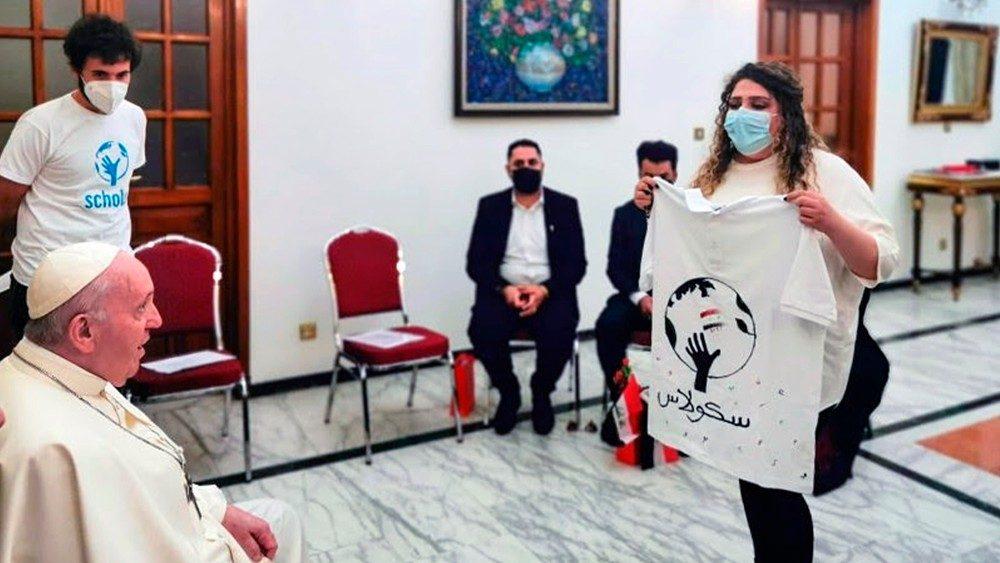 Papa Francesco e l'incontro con i giovani dell'Iraq