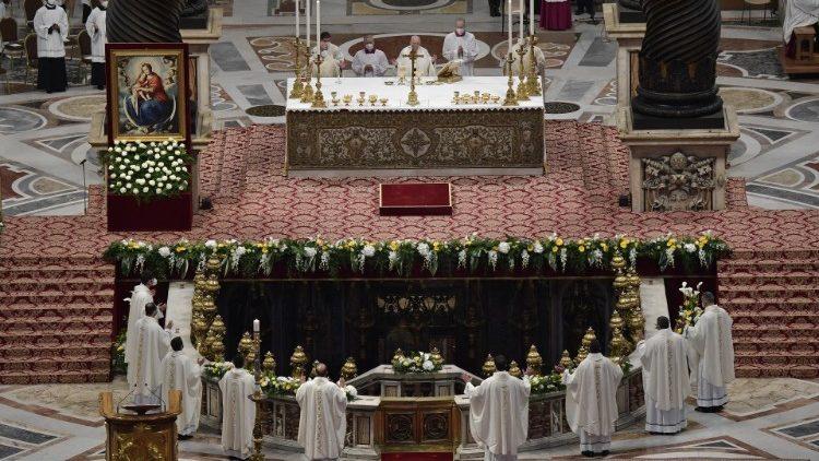 Papa Francesco ai nuovi sacerdoti ordinati in San Pietro
