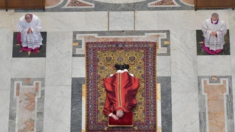 Chiesa. Messa del Venerdì Santo, 2 Aprile 2021