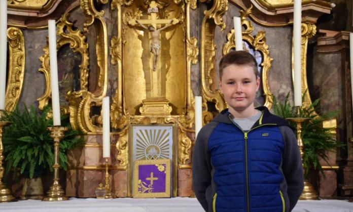 La storia di Max: il 13enne che sogna di vedere il Papa