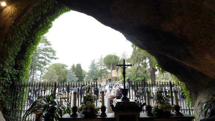 Papa Francesco concluderà la maratona di preghiera