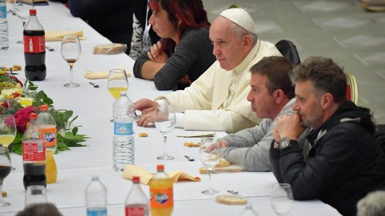 Il forte appello di Papa Francesco contro la povertà