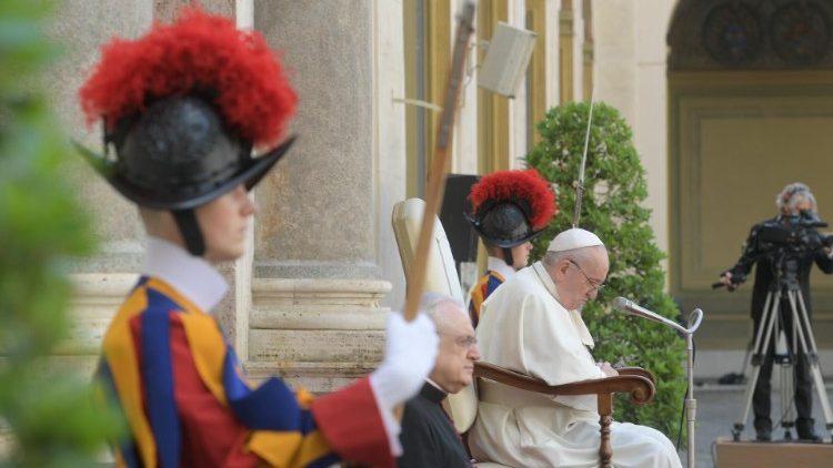Papa Francesco: il forte appello per uscire dalla crisi