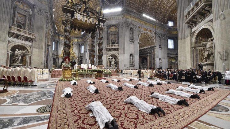 Oggi verranno ordinati 5 nuovi sacerdoti