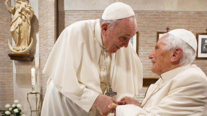 Il saluto di Papa Francesco a Benedetto XVI