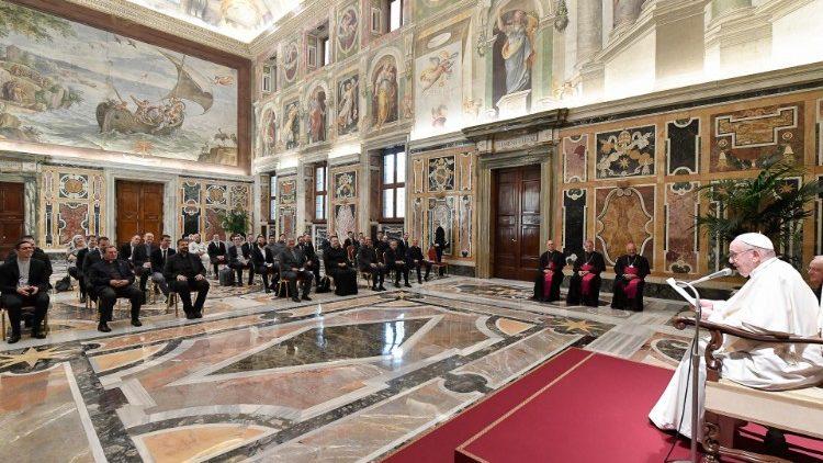 Papa Francesco: 'Si è preti per servire il Popolo di Dio