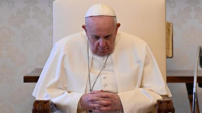 Papa Francesco in preghiera per la Germania